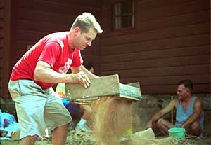 Stamford_081202_Archaeology: Tom Zoubek, the director of the Stamford Historical Society, sifts through dirt to find artifacts at the Hoyt Barnum House. Allison Berken/for the Advocate: Metro